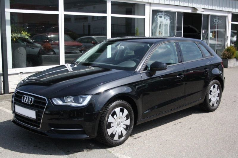 audi a3 sportback 1 2 tfsi 105 cv essence occasion de couleur noir metallise en vente chez le. Black Bedroom Furniture Sets. Home Design Ideas