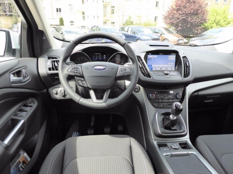 Vente voiture Ford Kuga Essence moins cher - photo 2