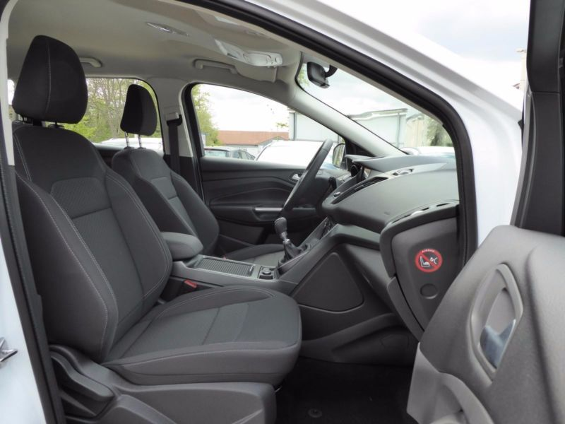 Vente voiture Ford Kuga Essence moins cher - photo 4