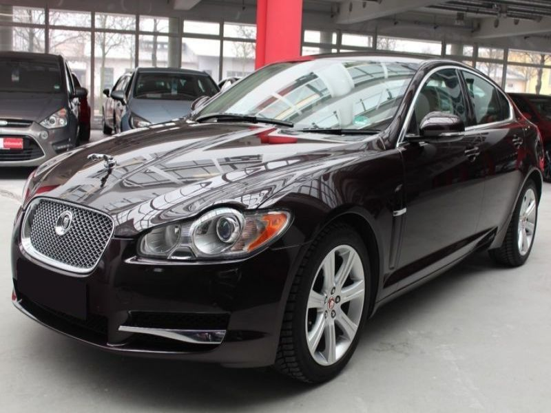 jaguar xf 3 0 d 211 cv diesel occasion de couleur prune metallise en vente chez le mandataire. Black Bedroom Furniture Sets. Home Design Ideas
