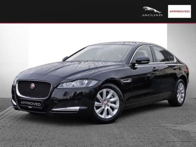 jaguar xf 20d pure diesel occasion de couleur noir en vente chez le mandataire auto toulouse. Black Bedroom Furniture Sets. Home Design Ideas