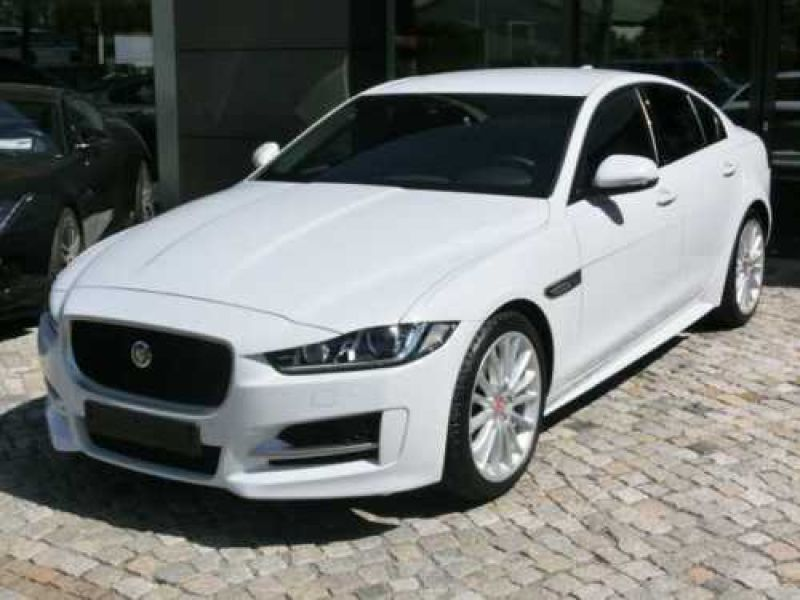 jaguar xe 2 0 200 r sport essence occasion de couleur blanc mtallis en vente chez le. Black Bedroom Furniture Sets. Home Design Ideas