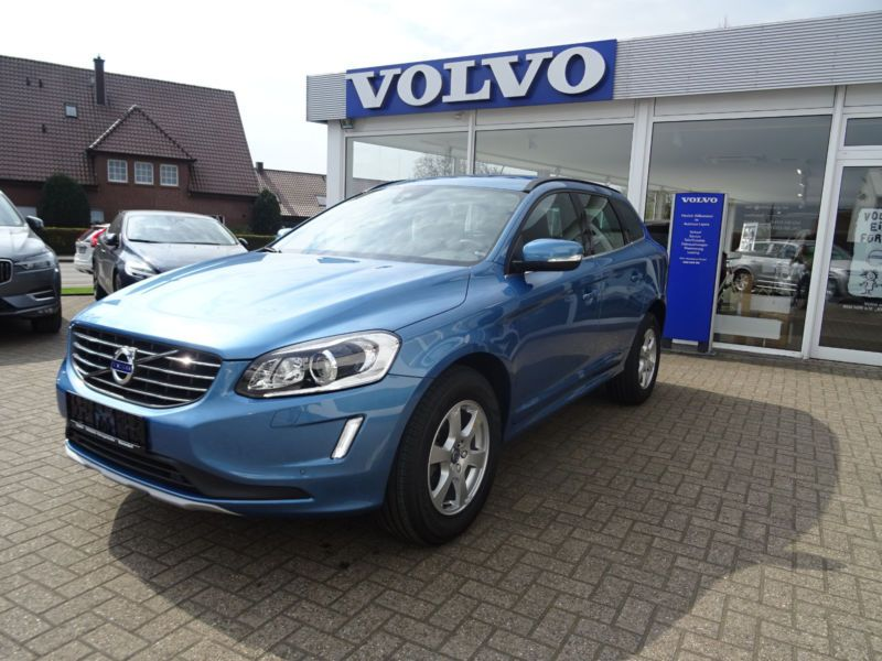 volvo xc60 d4 awd 190 momentum diesel occasion de couleur bleu mtallise en vente chez le. Black Bedroom Furniture Sets. Home Design Ideas